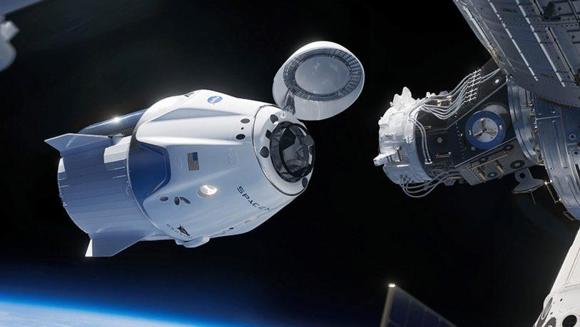 La cápsula Dragon se acopla con éxito a la Estación Espacial Internacional