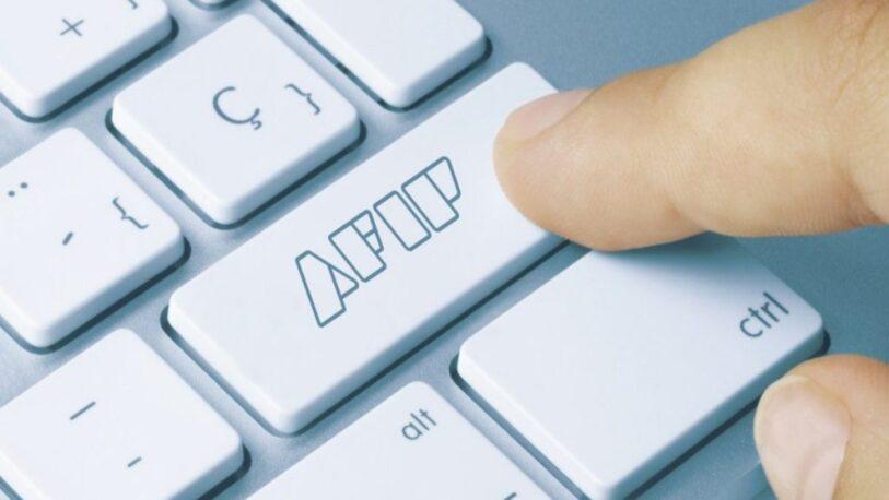 La AFIP busca que 2 mil empresas que compraron dólares devuelvan el ATP