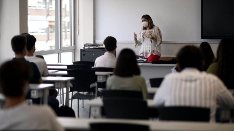 Coronavirus: anuncian el inicio de la vacunación a docentes