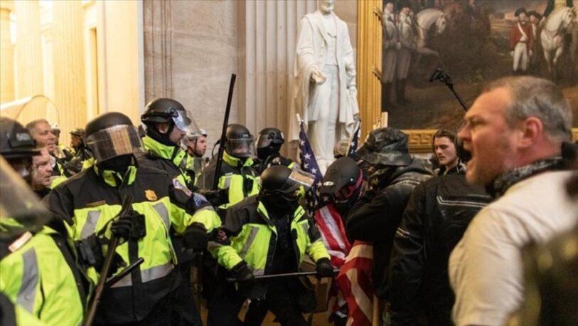Por el ataque al Capitolio, varios funcionarios renunciaron