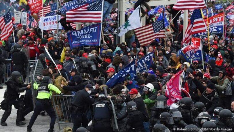 Al menos cuatro muertos y 14 policías heridos en asalto al Capitolio de EE.UU.