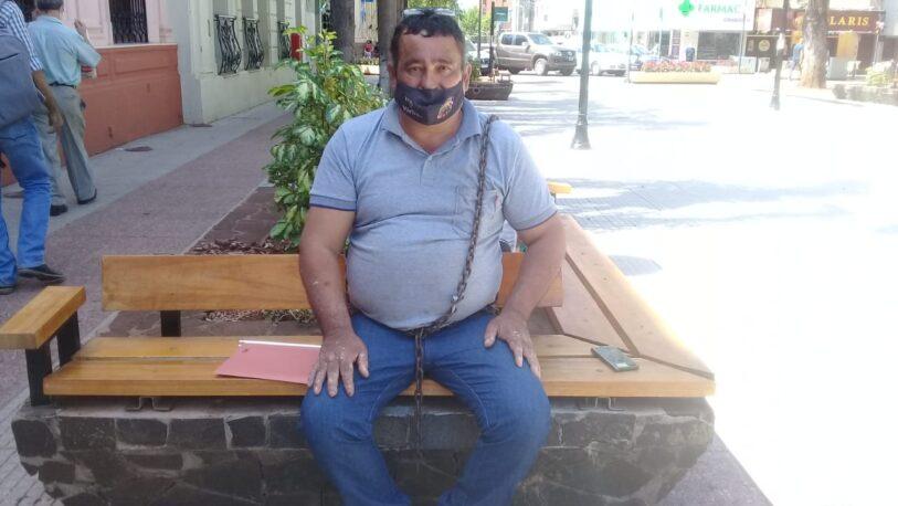 De posar desnudo a encadenarse frente a Gobernación