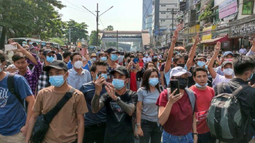 Golpe de estado en Myanmar: cortaron el acceso a internet en todo el país