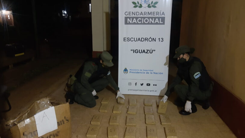 Iguazú: narcos abandonan paquetes de marihuana y cocaína
