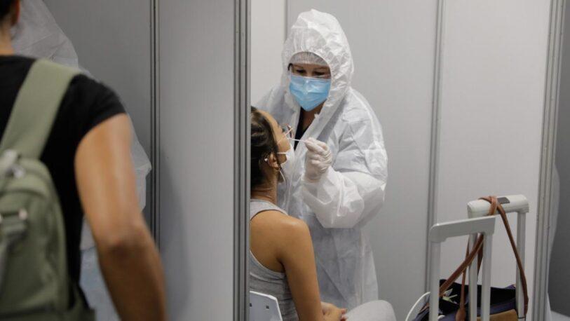 Detectaron dos casos de coronavirus en un vuelo proveniente desde México