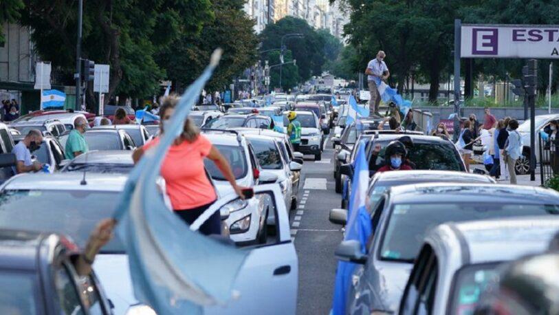 En Olivos y el Obelisco hubo protestas en contra de las nuevas restricciones