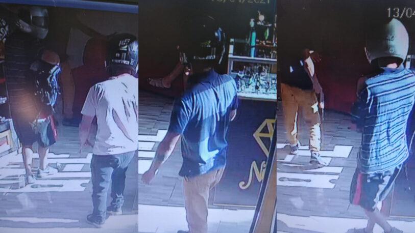 A punta de pistola asaltaron una joyería en San Vicente