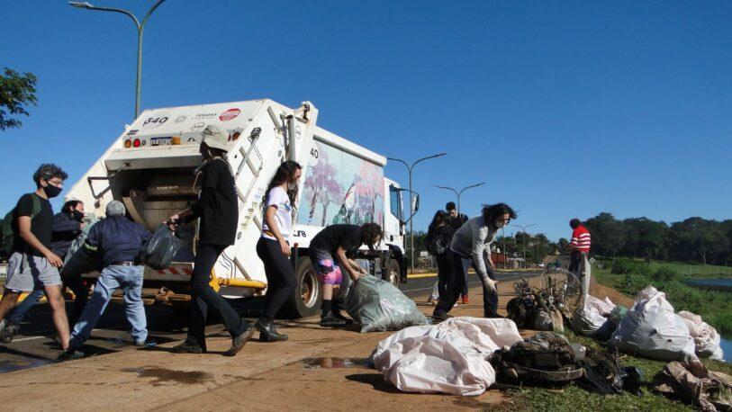 Retiraron 40 bolsas de basura del arroyo Antonica