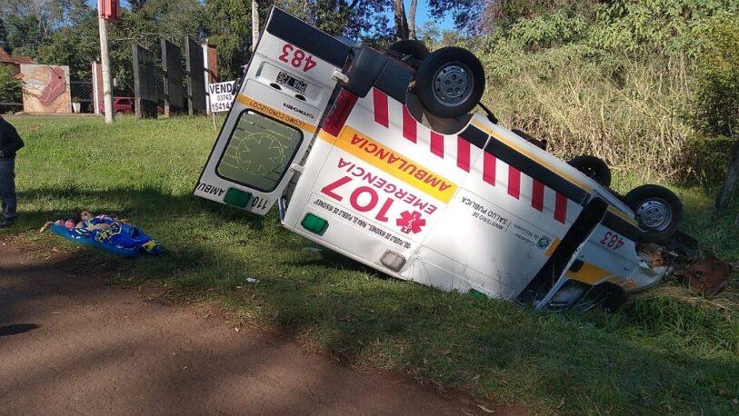 Volcó una ambulancia: dejó cuatro heridos entre ellos una embarazada