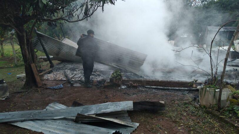 San Javier: Una vivienda fue consumida por el fuego y dejó a una familia con lo puesto