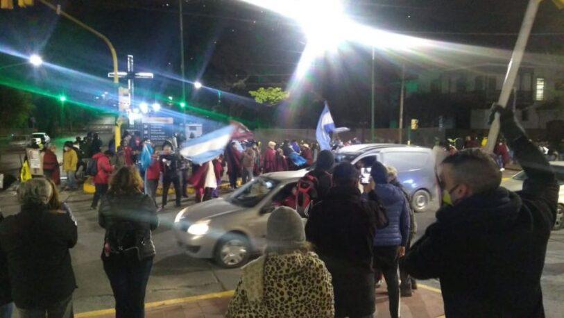 """Salteños """"abuchearon"""" a Alberto Fernández en su llegada a la provincia"""