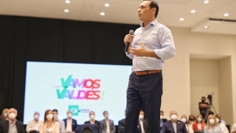 El gobernador Valdés lanzó su candidatura al frente de una coalición de 32 partidos