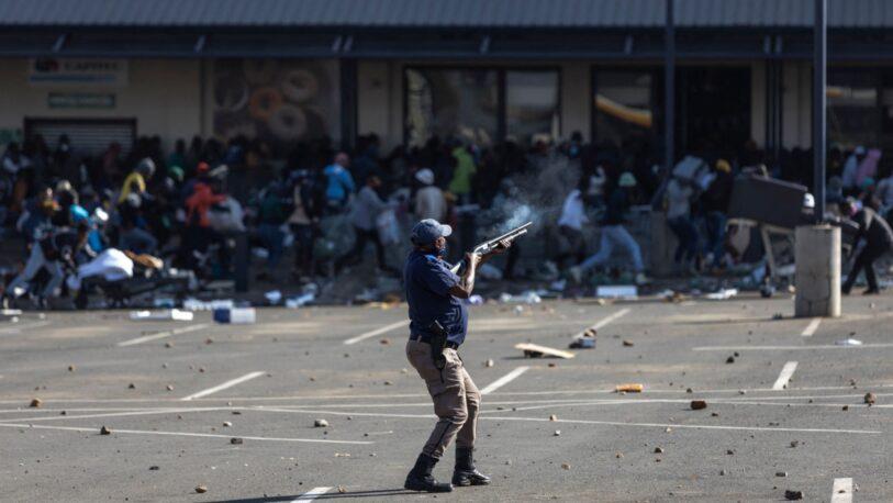 Más de 30 muertos en ola de violencia y saqueos en Sudáfrica