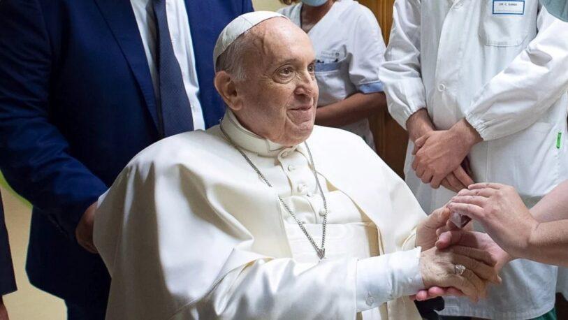 El papa Francisco fue dado de alta tras su operación