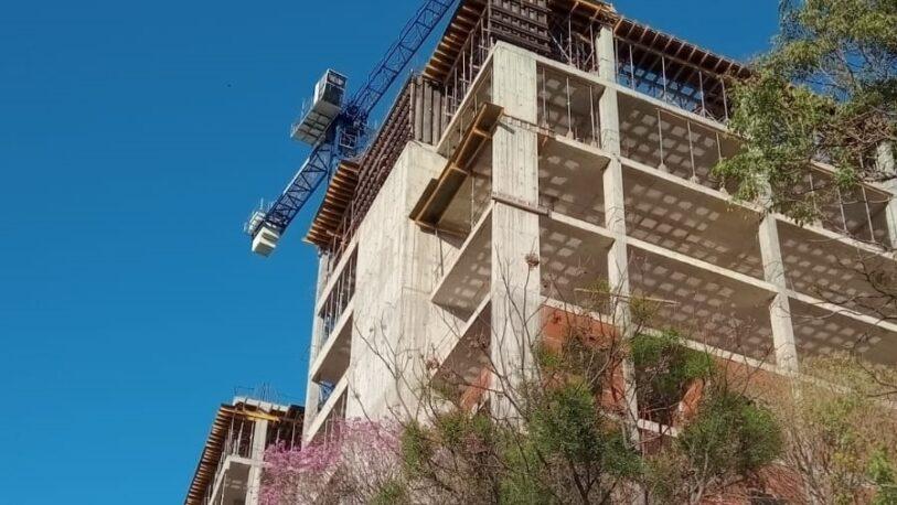 Posadas: albañil estaría grave tras caer de un edificio en construcción
