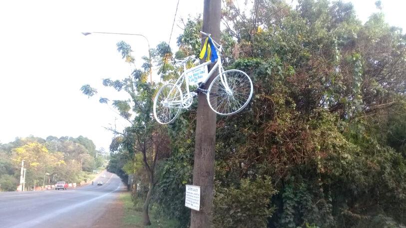 Reconstruyeron la bicicleta blanca que fue vandalizada meses atrás