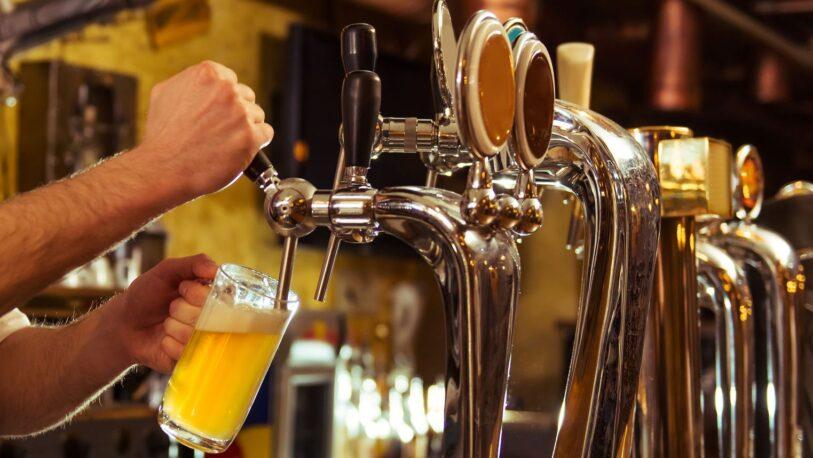 Tucumán: regalan cerveza para incentivar la vacunación en los jóvenes