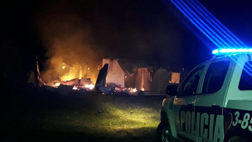 Una vivienda fue totalmente consumida por un incendio en Mártires