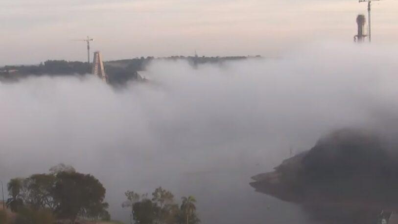 Una cortina de niebla cubrió a Iguazú