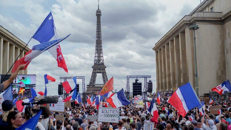 Francia: más de 70 detenidos en marchas contra el pase sanitario