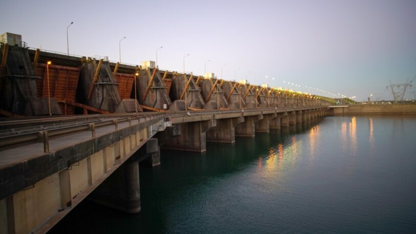 Yacyretá genera energía al 30% por la bajante del Paraná