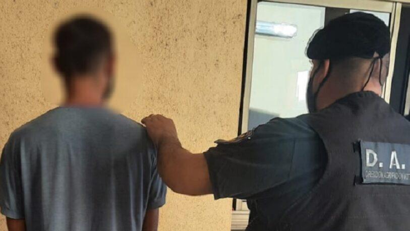 Reconoció a un delincuente que caminaba por la calle y lo entregó a la policía