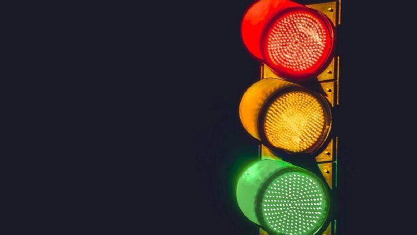 Manos únicas: reprograman semáforos de cuatro avenidas