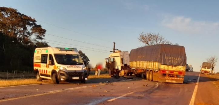 Un joven perdió la vida tras un choque entre un automóvil y un camión