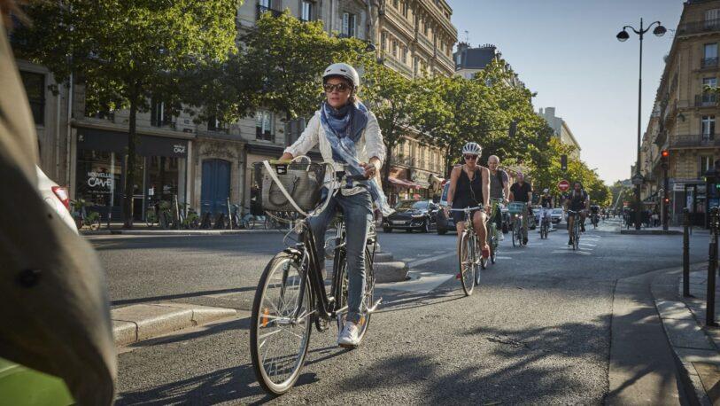 Francia ofrece 1.500 euros a los que cambien el auto por la bicicleta eléctrica
