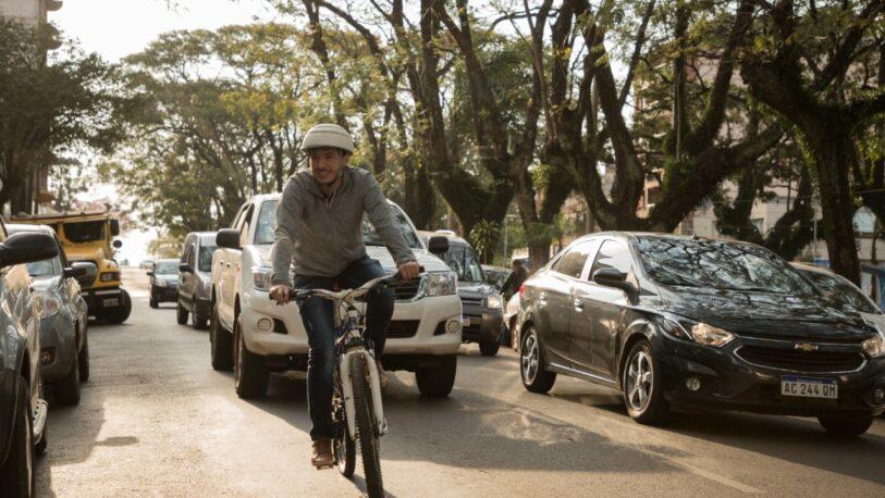 Pedro Puerta en Oberá: Recorrió la ciudad en bicicleta