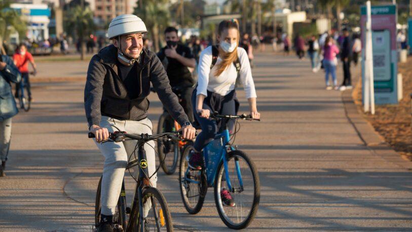 Campaña saludable: Pedro Puerta en bicicleta en la costanera