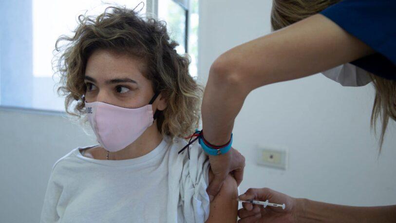 Covid-19: solo el 10% de los menores de 18 años completó el esquema de vacunación