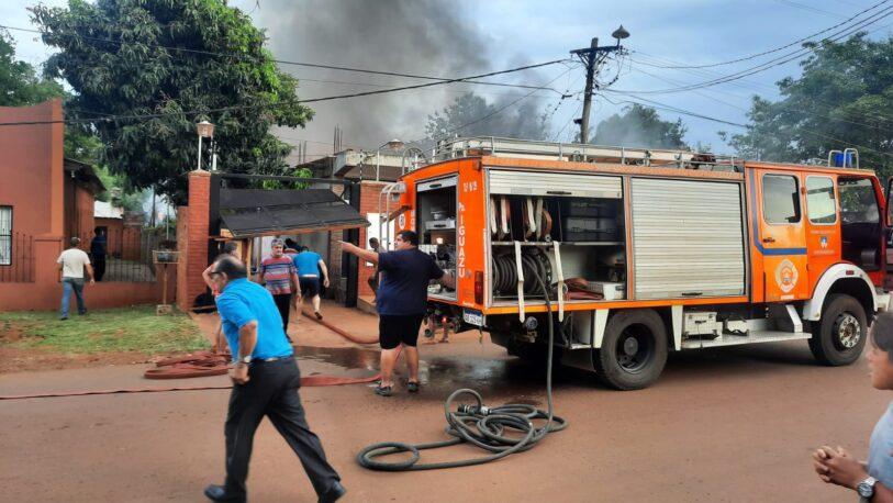 Voraz incendio de una vivienda y local comercial en Iguazú