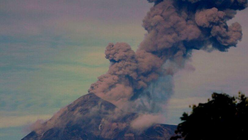 Guatemala en alerta luego de que el Volcán de Fuego entrara en erupción