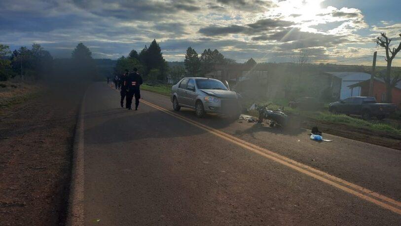 Mujer herida en un choque entre un auto y una moto