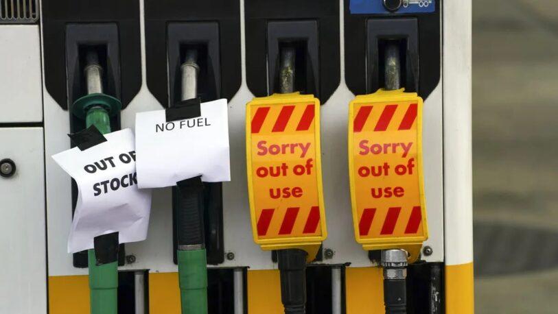 Reino Unido enfrenta una fuerte crisis por escasez de combustible