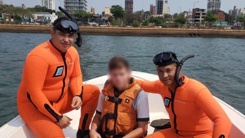 Rescatan a un joven que cayó al río Paraná