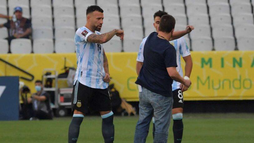 Argentina-Brasil: funcionarios de sanidad entraron a la cancha y el partido está suspendido