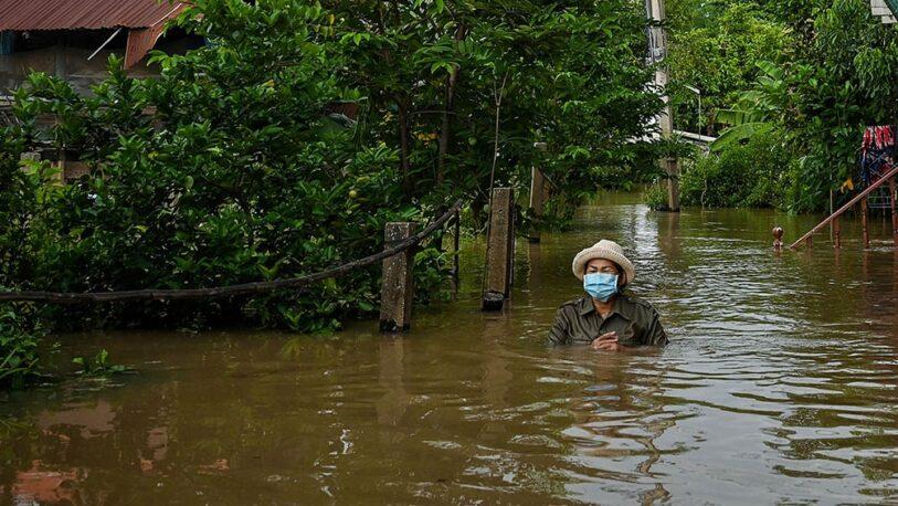Tailandia: al menos seis muertos y 70 mil casas anegadas por fuertes inundaciones
