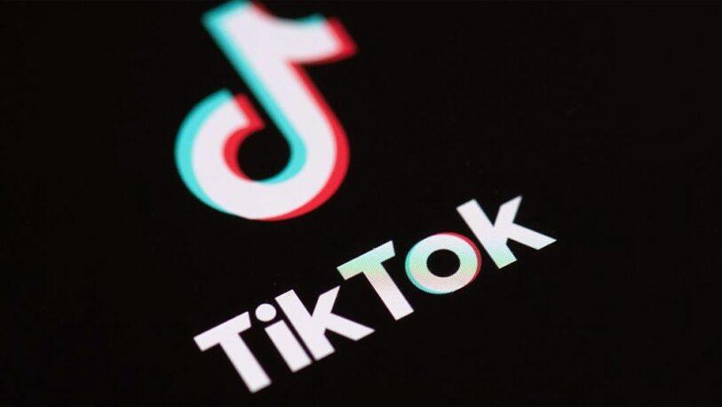 Tienen 9 y 10 años: las encontraron en la calle de madrugada cumpliendo un reto de TikTok