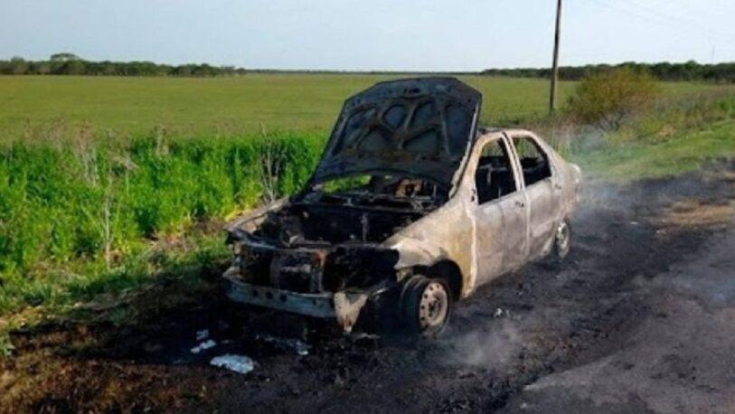 Un auto se incendió en la ruta 14 y sus tripulantes se salvaron de milagro