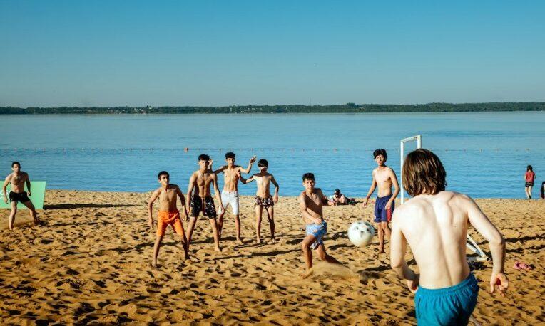 Mucha gente en los balnearios Costa Sur y El Brete