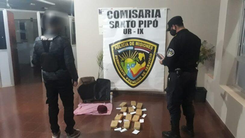 Santo Pipó: Dejó marihuana dentro de un colectivo y huyó