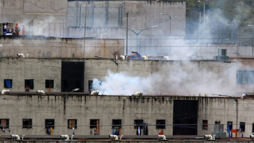 Enfrentamiento en una cárcel de Ecuador dejó al menos 30 muertos