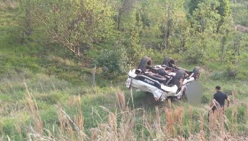 Murió un hombre tras volcar con su camioneta en Salto Encantado