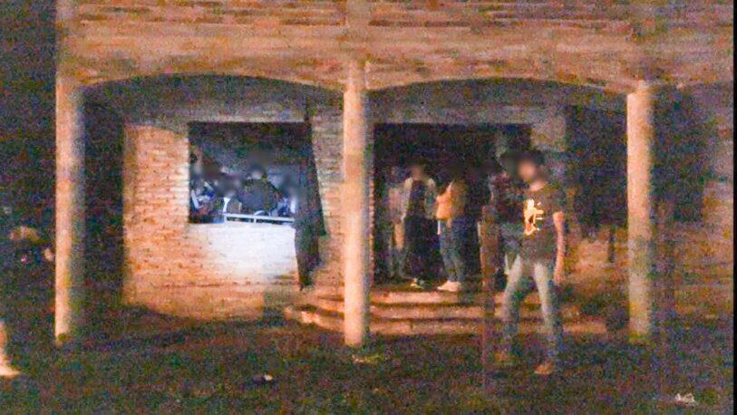 Operativo de Prevención: una fiesta clandestina fue desactivada, hubo varios detenidos y una moto fue secuestrada