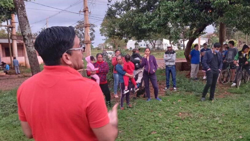 Reunión en el barrio Santa Cecilia para tratar sobre regularización de terrenos