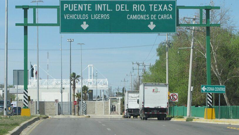 Estados Unidos ordena cerrar puente fronterizo con México por cruce masivo de migrantes