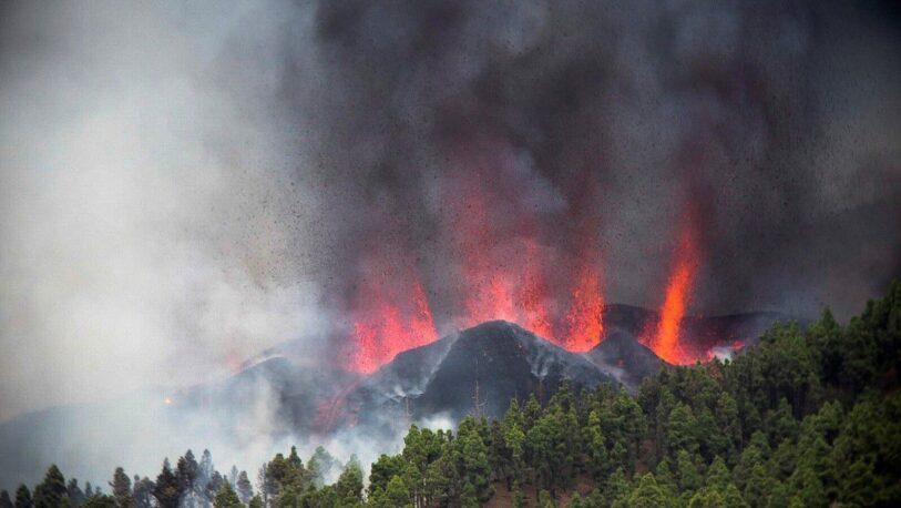 Más de 5 mil evacuados por erupción de un volcán en España