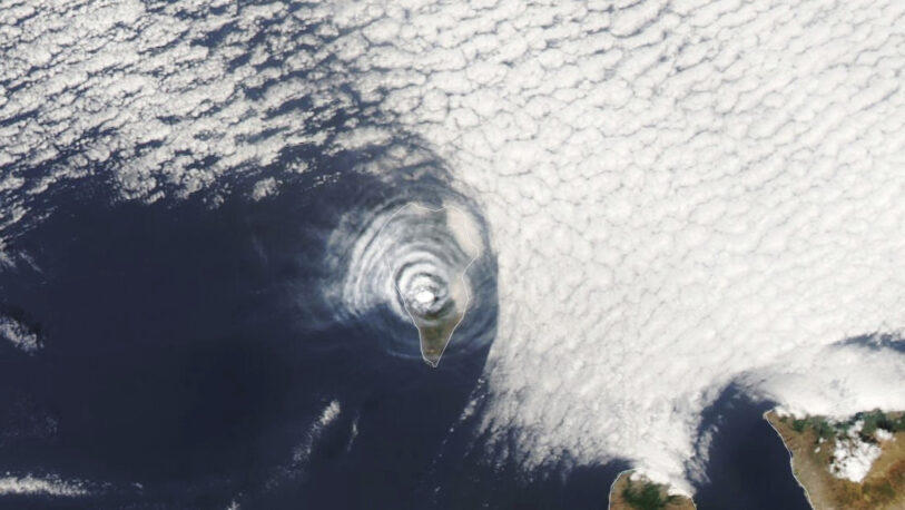 Extrañas nubes del volcán de La Palma vistas desde el espacio